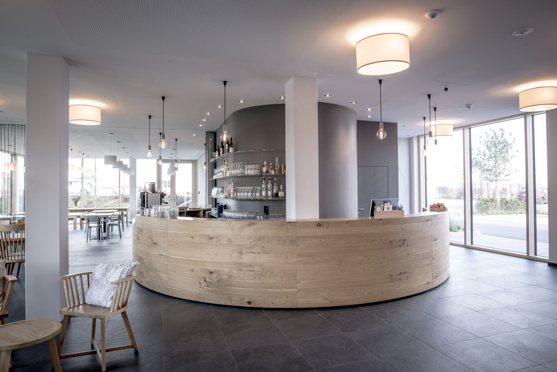 Rezeption und Bar im Bader Hotel